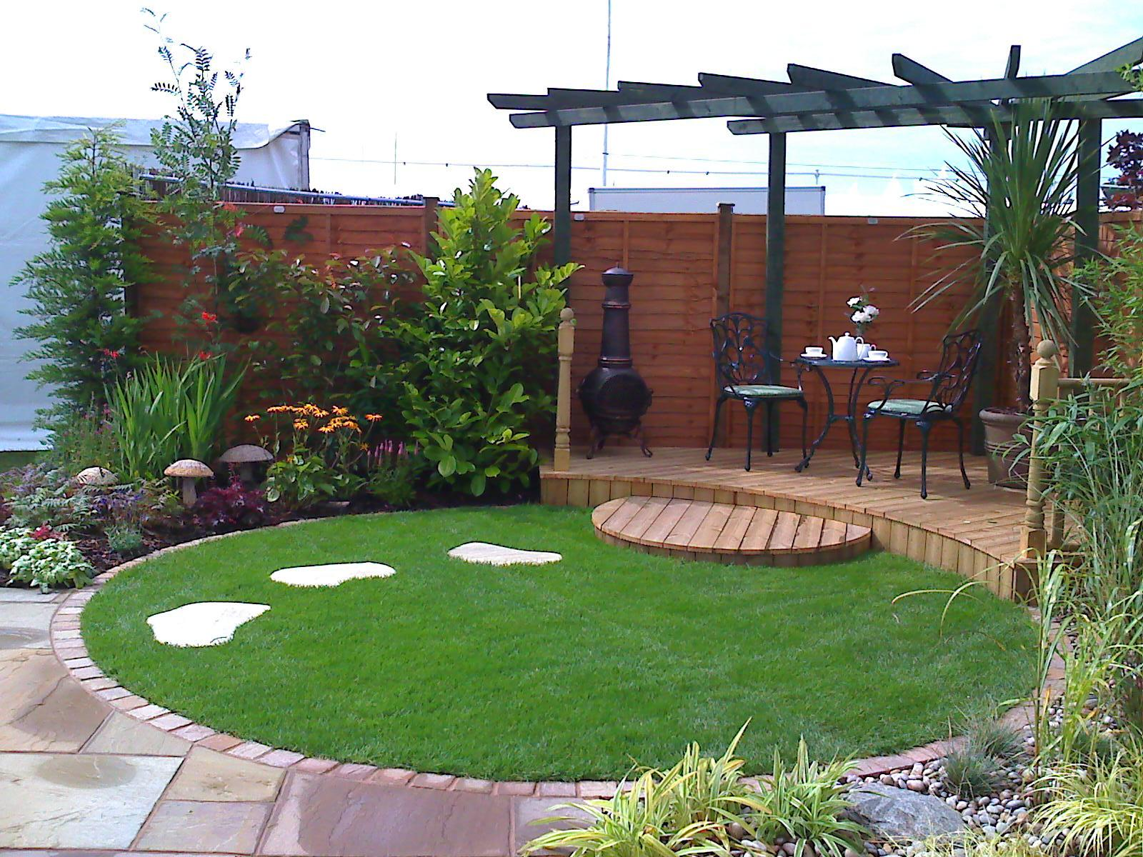 Terrific decking areas gallery best idea home design for Circular garden decking